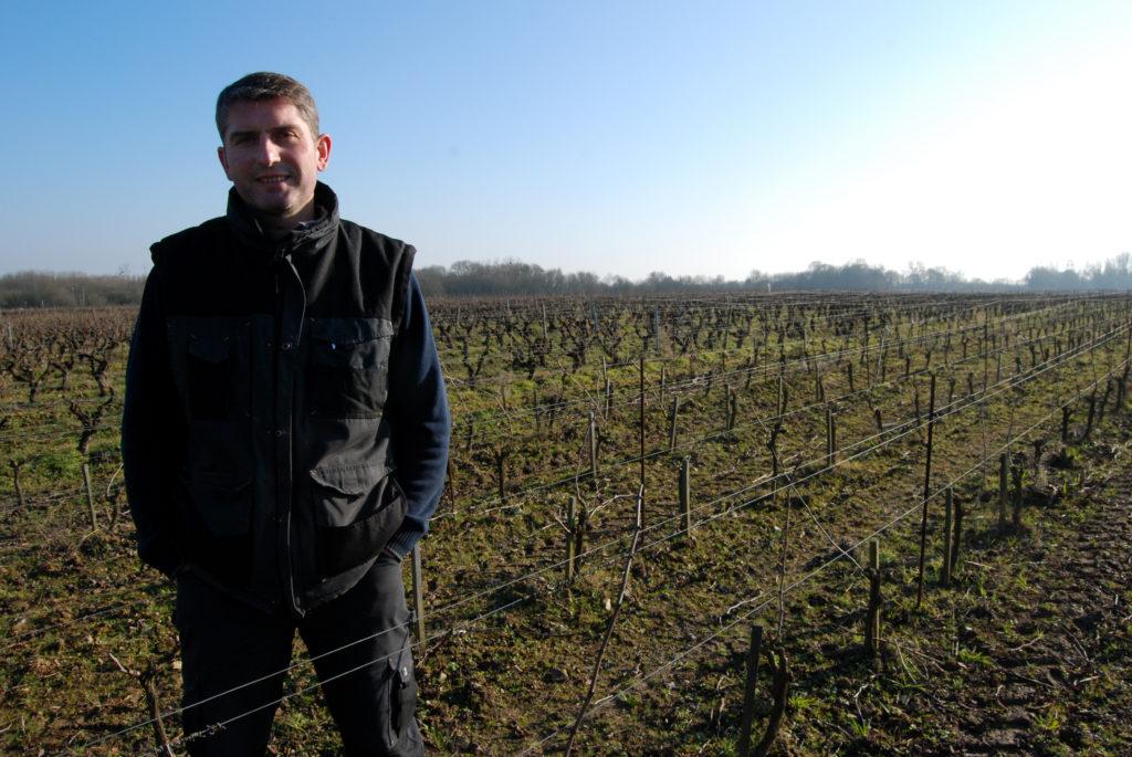 Jean,Jacques Bonnet parle avec passion de son métier pendant des heures si  on ne l\u0027arrête pas. Il est vigneron artisan avec son frère.